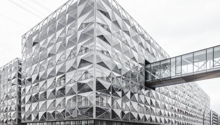 Tusindvis af fejlbehæftede brandlukninger forsinker byggeriet af Niels Bohr Bygningen yderligere