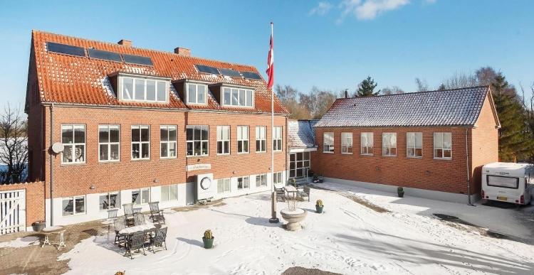Gammel skole i Køge til salg for 6,3 millioner