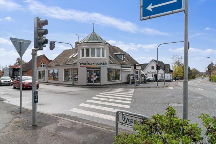 Markant butiksejendom ved Aarhus til salg for 8 millioner