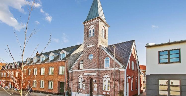 120 år gammel kirke til salg