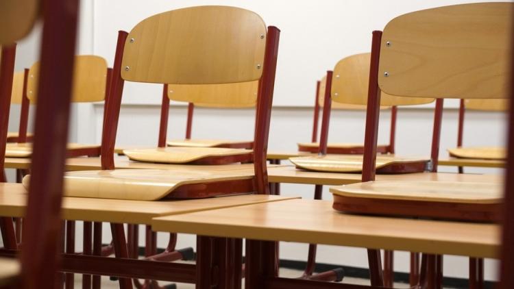 Kan lyset påvirke støjniveauet i et klasselokale?